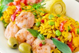 Lemon Garlic Shrimp with Peas and Artichokes