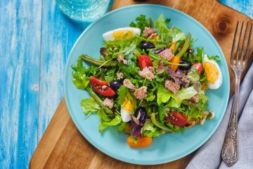 Salade niçoise with haricot verts